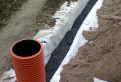 Устройство дренажа на дачном участке с помощью геотекстиля